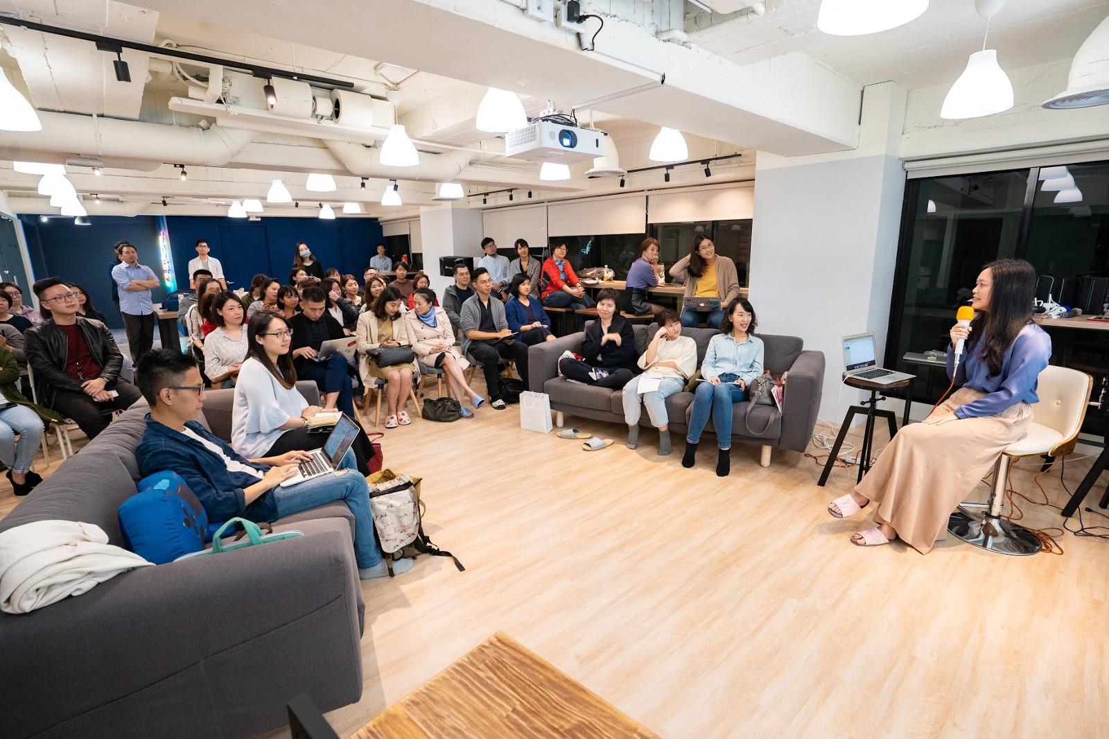 Co-founder, CFO, CHRO of iKala talk to everyone.
